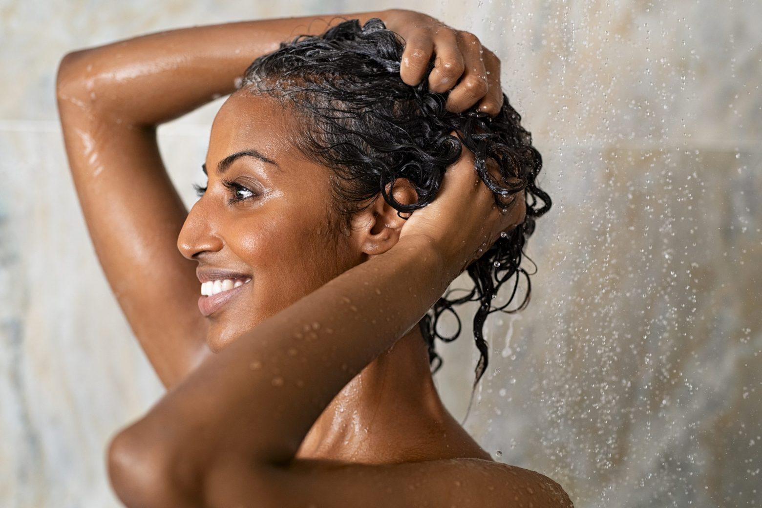 À quelle fréquence devez-vous vous laver vos cheveux afro ?
